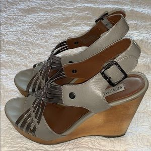 Steve Madden Gray Turnpyke Wedge, Size 8.5M 🦋🌸
